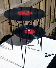 An upcycled record side table. Is that made out of a plant stand?!! How cool is that?!