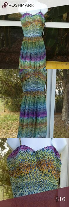 "HOLIDAY SALE  ♥♡♥  Beautiful print dress Multi ombre print, in excellent condition, bzck zipper, adjustable straps.  Length from chest to hem is approx. 27"". Dresses Mini"