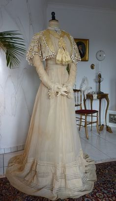 Ivory Silk & Lace Afternoon Gown | ca. 1910