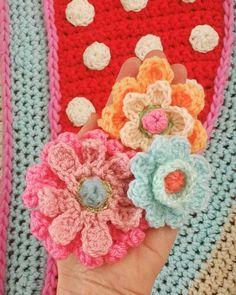 Druk bezig met de voorbereidingen van de workshop volgende week bij #bonitalokaatelier in Hooge Zwaluwe even wat fijne kleurtjes uitproberen.... #crochet #crochetday #crochetshawl #happycollors #gehaakteomslagdoek #gehaakt #instacrochet #adindasworld #happyweekend by adindasworld: