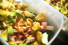 Salade met avocado en gerookte kip - Francesca Kookt