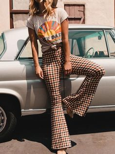 Boho Outfits, 70s Outfits, Casual Outfits, Cute Outfits, Casual Pants, Plaid Pants Outfit, Patterned Pants Outfit, Plaid Outfits, Flare Pants Outfit Boho