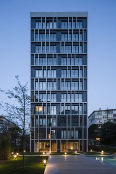 Seen from afar Arkadia apartment building is a sober volume wrapped by an irregular grid. As one approaches the building the outer grid gives visibility to ... & 2761 best Exterior Design Composition images on Pinterest in 2018 ...