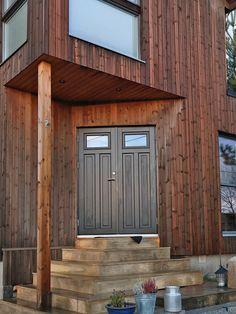 Moderne utbygging med stående kledning – Bergene Holm Blogg Garage Doors, Outdoor Decor, Home Decor, Interior Design, Home Interior Design, Home Decoration, Decoration Home, Interior Decorating