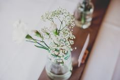 Kuva: Kuokkavieraat Seasons Of The Year, Wedding Reception, Glass Vase, Marriage Reception, Wedding Reception Ideas, Wedding Reception Appetizers, Wedding Ceremonies, Bridal Parties