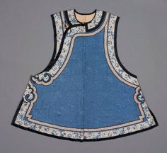 Woman's domestic vest (majia)      Chinese (Manchu), Qing dynasty, late 19th century       China Dimensions     81.8 x 89 cm (32 3/16 x 35 1/16 in.) Medium or Technique     Silk damask embroidered with silk and couched with China, Chinese Embroidery, Chinese Clothing, Asian Fashion, Chinese Fashion, Qing Dynasty, Historical Clothing, Chinese Style, Traditional Dresses