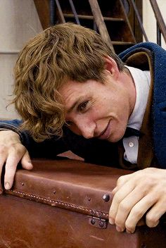 - Drabbles and Things — magicfolk: Eddie Redmayne as Newt Scamander in. - Drabbles and Things — magicfolk: Eddie Redmayne as Newt Scamander in. Drabbles and Things — magicfolk: Eddie Redmayne as Newt Scamander in. Mundo Harry Potter, Harry Potter Love, Harry Potter Universal, Harry Potter Fandom, Harry Potter World, Eddie Redmayne Fantastic Beasts, Fantastic Beasts And Where, Newt Fantastic Beasts, Movies And Series