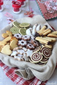 Bredeles - biscuits et fin de repas Chocolate Chip Cookies, Chocolate Cookie Recipes, Healthy Chocolate, Easy Christmas Cookie Recipes, Christmas Desserts, Biscotti Cookies, No Cook Desserts, Easy Desserts, Cookies Et Biscuits