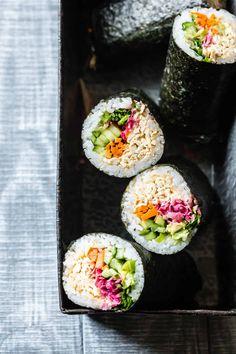 Best Tofu Recipes, Sushi Recipes, Vegetarian Recipes Easy, Whole Food Recipes, Healthy Recipes, Healthy Food, Vegetarian Food, Tofu Sushi, Vegan Sushi