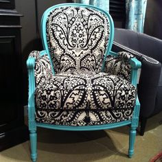 Black and White Crewel Chair C.R.Laine InterHall IHFC 404 #hpmkt