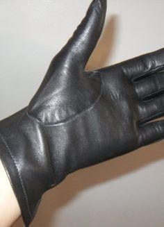 À vendre sur #vintedfrance ! http://www.vinted.fr/accessoires/gants/28470379-gants-noirs-cuir-fin-7-12