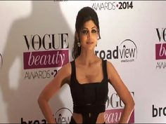 Shilpa Shetty looking stunning in a sleeveless gown at Vogue Beauty Awards 2014.