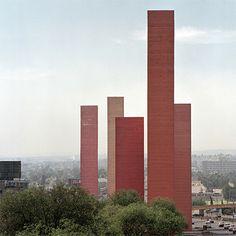 Torres de Ciudad Satélite, Luis Barragán-Mathias Goeritz, Naucalpan de Juárez, Estado de México, 1957—1958 | José Miguel Hernández Hernández