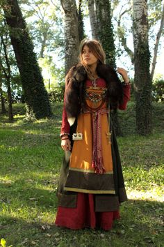 Viking Medieval Dress - Open front apron dress and Mammen inspired front panel. Celtic Clothing, Medieval Clothing, Historical Costume, Historical Clothing, Historical Photos, Viking Reenactment, Medieval Costume, Medieval Dress, Viking Dress