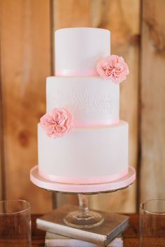 What is the wedding receiving line? Amazing Wedding Cakes, White Wedding Cakes, Elegant Wedding Cakes, Wedding Cake Designs, Wedding Cupcakes, Amazing Cakes, Cake Design Inspiration, Wedding Cake Inspiration, Wedding Receiving Line
