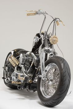 Love this!  Needs more copper, but I love the look.  Could make this a very steampunk ride :D #harleydavidsonchoppersoldschool