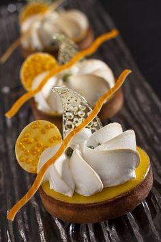 Lemon Tarte with orange Köstliche Desserts, Plated Desserts, Delicious Desserts, Dessert Recipes, Yummy Food, Lemon Desserts, Patisserie Fine, Weight Watcher Desserts, Low Carb Dessert