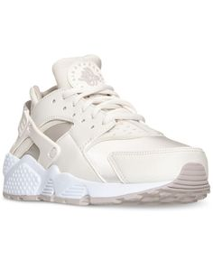 **************************************************************************Inspired by Native American sandals, the Tinker Hatfield-designed Air Huarache hit the scene in 1991, with a neoprene-like sockliner that offered total comfort in a lightweight package. Retooled for t