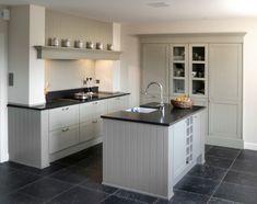 Decor Home Designs Kitchen Interior, New Kitchen, Kitchen Dining, Kitchen Decor, Kitchen Cabinets Height, Upper Cabinets, Best Kitchen Designs, Cuisines Design, Kitchen Styling