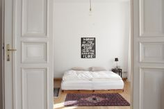 Schlafzimmer / Minimalistic 19th century apartment with vintage details: bedroom