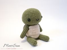 Make this cute turtle amigurumi with Lion Brand Vanna's Choice! Get the crochet pattern now on Ravelry by Mevlinn Gusick (paid).