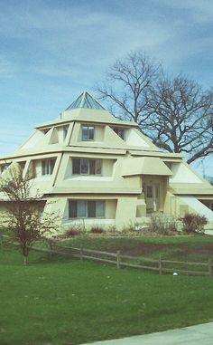 Pyramid House is a Vacation Home Rental in Clear Lake. Plan your road trip to Pyramid House in IA with Roadtrippers. Amazing Architecture, Modern Architecture, Pyramid House, Vacation Home Rentals, Vacation Ideas, Unusual Homes, Earthship, Modern House Plans, Beautiful Homes