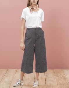 24 Pant Outfit that are Jawdroppingly Cheap - Style Spacez Culottes Outfit, Pants Outfit, Chic Outfits, Summer Outfits, Fashion Outfits, Fashion News, Moda Fashion, Womens Fashion, Trendy Outfits