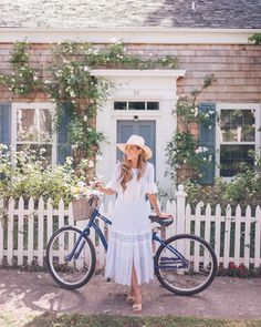 Biking around Sag Harbor yesterday with @tberolz & @taylorcutfilms  (link in profile to this daily look) #sagharbor #gmgtravels #amexambassador #amexplatinum #summertravels #summerstyle #blueandwhite #bikerides #weekendmoments