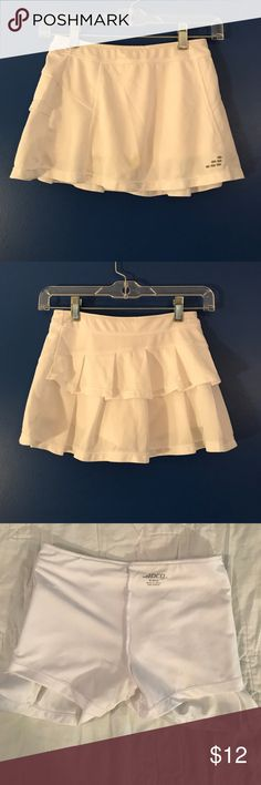 Girls tennis skirt White girls tennis skirt with built in compression shorts. Size 8/10 Bottoms Skirts