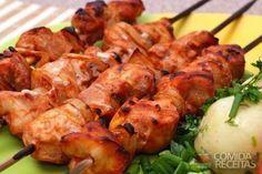 Receita de Espetinho de frango ao limão e açafrão em receitas de aves, veja essa e outras receitas aqui!