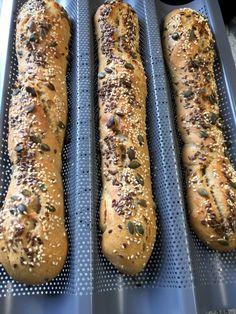 Kváskové bagety (fotorecept) - recept | Varecha.sk Hot Dog Buns, Hot Dogs, Good Food, Food And Drink, Bread, Ethnic Recipes, Basket, Brot, Baking