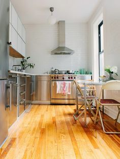 我們看到了。我們是生活@家。: 時裝設計師Lauren Moffatt位在紐約Manhattan的公寓