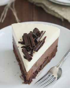 The BEST dessert I have ever made/eaten- Triple Chocolate Mousse Cake. Going to drizzle a raspberry puree on top just because :) Köstliche Desserts, Chocolate Desserts, Delicious Desserts, Cake Chocolate, Plated Desserts, Sweet Recipes, Cake Recipes, Cupcake Cakes, Cupcakes