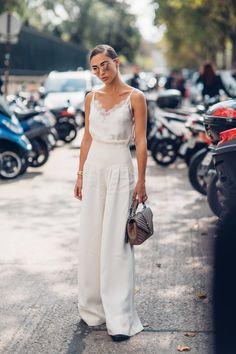 The Best Street Style Looks From Paris Fashion Week Spring 2018 - Fashionista Cool Street Fashion, Look Fashion, Urban Fashion, Trendy Fashion, Fashion Outfits, Fashion 2018, Fashion Clothes, Womens Fashion, Feminine Fashion