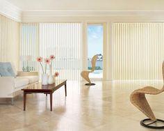 Cortinas Verticales para Living - Bandas verticales de tela orientables y deslizantes. Living room blinds curtains windows covering white decoración ventanas blanco salón sala