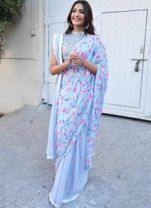 Sonal drapped Abu Jani Sandeep Khosla Saree in Double Pallu style