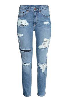 Slim High Ankle Trashed Jeans: Jeans a 5 tasche in denim elasticizzato e lavato, con dettagli molto consumati. Lunghezza alla caviglia. Gamba stretta e vita alta.