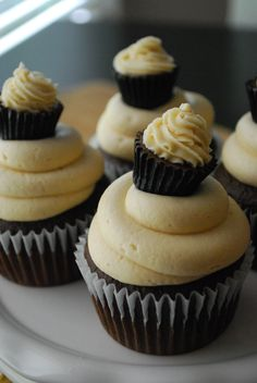 The Domestic Rebel: Chocolate Peanut Butter Cup Cupcakes {gorgeous presentation!} Need to learn how to ice them! No Bake Desserts, Just Desserts, Delicious Desserts, Gourmet Desserts, Cupcake Recipes, Cupcake Cakes, Dessert Recipes, Big Cupcake, Cupcake Ideas