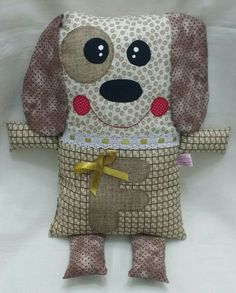 Naninha cãozinho Baby Crafts, Crafts For Kids, Sewing Crafts, Sewing Projects, Handmade Soft Toys, Kids Tutu, Crochet Pillow, Sewing Dolls, Stuffed Animal Patterns