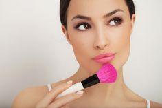 ¿Sabías que...? El maquillaje tradicional puede contener gluten o trazas de trigo y provocar dermatitis herpetiforme. Descubre nuevas tiendas online con productos de cosmética aptas para celiacos.