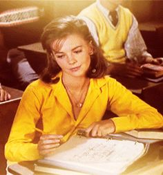 Simply Magdorable. She can twiddle my pencil any time!  Natalie Wood...what a beauty!