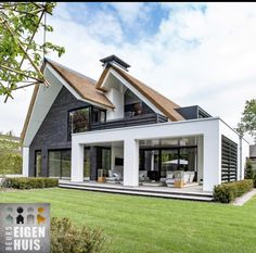 130 back porch designs perfect for everything 11 Dream Home Design, Modern House Design, My Dream Home, Dream House Exterior, Dream House Plans, Stommel Haus, Future House, My House, House Goals
