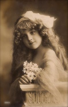 Grete Reinwald, Famous Edwardian German Stage & Film Actress Beautiful Romantic Long Hair Portrait with Flowers Original Rare 1900s Postcard