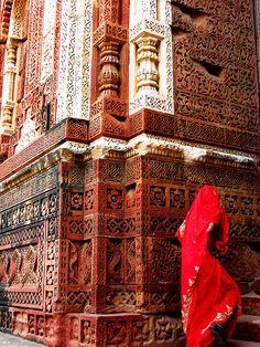 shamila-ki-jawani:    India Woman in Red Sari by bellafotosolo on Flickr.