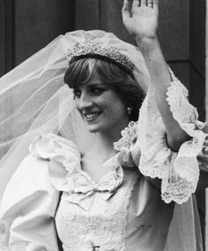 38 years of July magical wedding of Prince Charles and Lady Diana Spencer💞👑she was an angel in her wedding and all the… Prince Charles, Charles And Diana, Princess Diana Wedding, Princess Of Wales, Princesa Diana, Windsor, Storybook Wedding, Estilo Real, Lady Diana Spencer