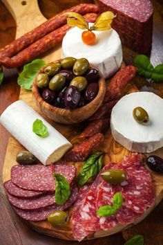 Antipasto Meat Cheese Platter. Perfect to serve at your holiday parties! #vinoplease