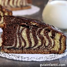 Receta de bizcocho cebra. Receta divertida para la merienda. GuiaInfantil.com te ofrece una receta de bizcocho cebra, un pastel lleno de rayas para la merienda, el desayuno o incluso para la fiesta de cumpleaños de los niños. Le Cacao, Tiramisu, Banana Bread, Muffin, Baking, Breakfast, Ethnic Recipes, Desserts, Food