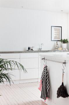 minimal kitchen Hviit // Love your style, love your home Home Kitchens, Kitchen Inspirations, Kitchen Dining Room, Home N Decor, Favorite Kitchen, Love Your Home, New Kitchen, Kitchen Interior, Home Decor Furniture