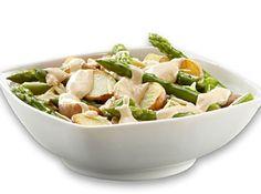 Receita de Salada de Batatas e Aspargos - batata bolinha, aspargo(s), manteiga , pimenta-do-reino branca, sal, Cream Cheese , molho barbecue, suco de laranja