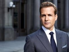 """""""People respond to how we're dressed, so like it or not this is what you have to do."""" This is what Harvey Specter replied when Mike Ross asked him: """"Why does it matter how much I spend on a suit? Harvey Specter and Mike Ross are the irrepressible duo. Suits Harvey, Harvey Specter Anzüge, Harvey Specter Haircut, Suits Season 5, Tom Ford Suit, Witty One Liners, Costum, Gabriel Macht, Corporate Headshots"""